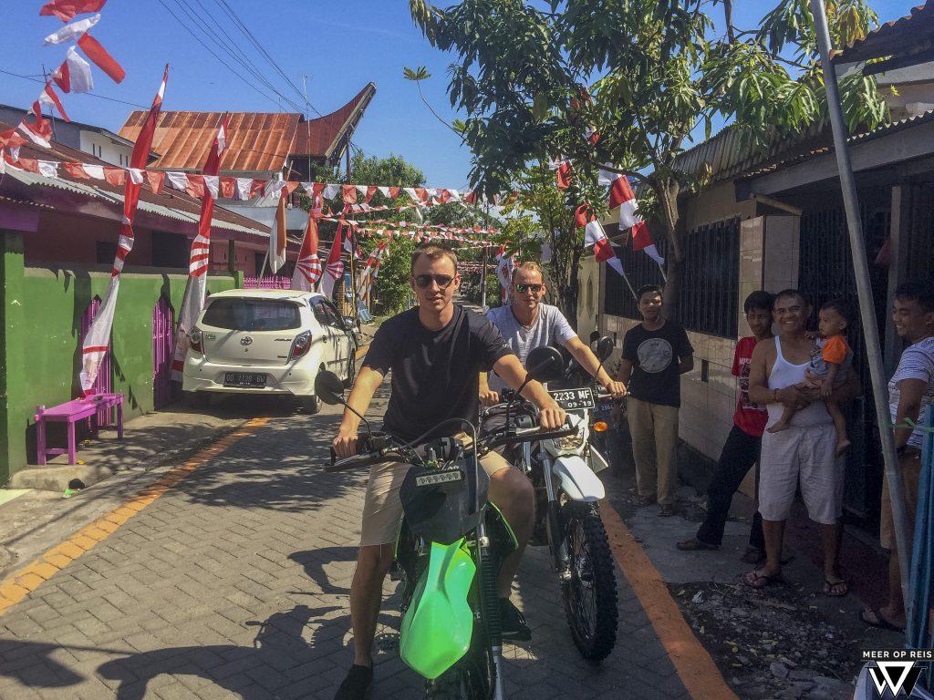 33. Sulawesi - Het hooggelegen Malino - Motor halen